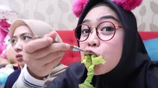 Download Video MAKAN SAYUR MENTAH PALING ENAK - Ria Ricis MP3 3GP MP4