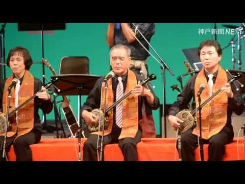 三線の演奏と琉球舞踊
