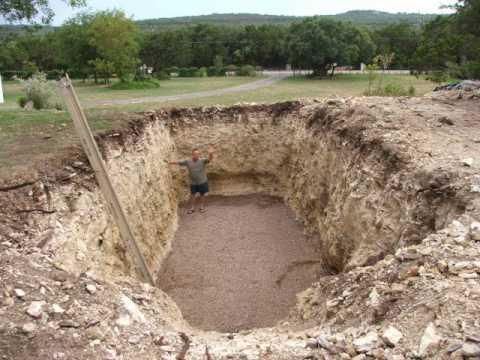 他在後院挖大洞時鄰居都覺得煩死了,但是幾天後大家都睜大眼睛羨慕到眼紅!