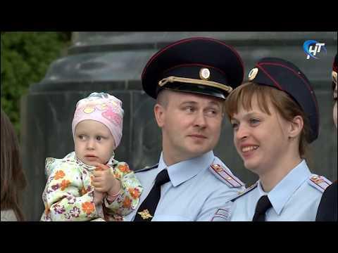 В преддверии дня семьи любви и верности новгородские полицейские династии традиционно обновили свои фотоальбомы