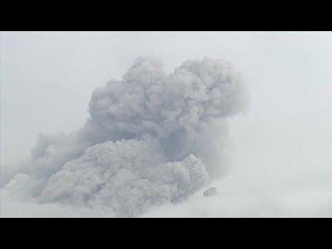 Vulkan Shinmoedake (Kirishima-Gruppe) ausgebrochen