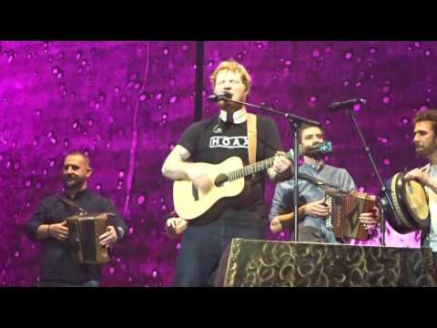 Ed sheeran and beoga Galway girl live in Dublin and original Galway girl (видео)