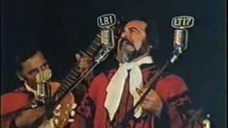 Se puede ver a Horacio Guaraní en un festival en posadas donde canta la cueca Volver en Vino de su propia creación, el publico enloquecía ante las ...