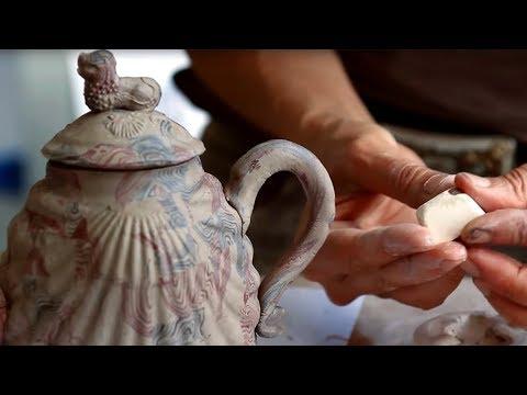 Upean teekannun valmistus – Tarkkaa käsityötä!