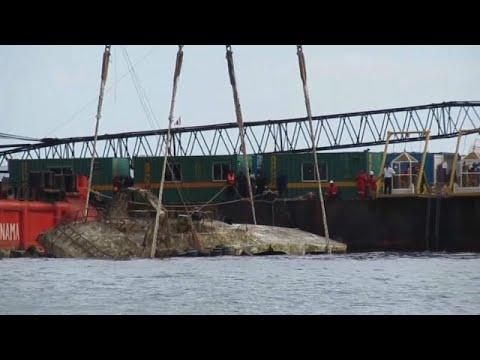 Ανέλκυση του μοιραίου ναυαγίου στο Πουκέτ
