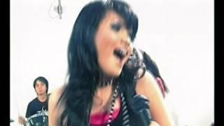 Elyana - Pakai Kanta Cinta (Official Music Video)
