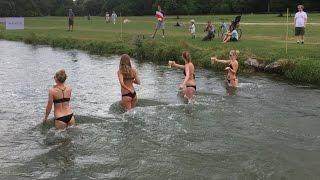 Dziewczyny, piwo i zabawa w centrum parku. Nietypowe zawody w Monachium