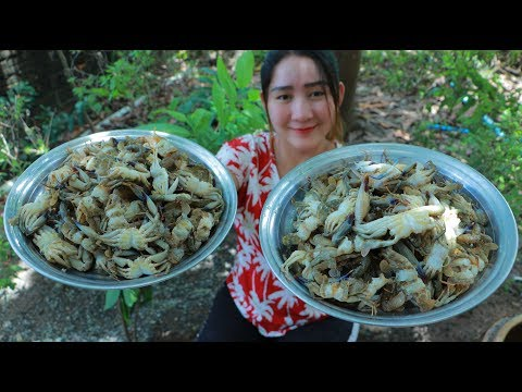Yummy Sea Crab Milk Cooking Tamarind Leaves - Sea Crab Milk Soup Recipe - Cooking With Sros