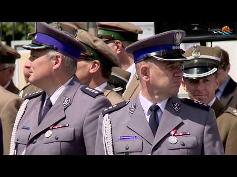 Awanse, wyróżnienia, pożegnanie kapelana suwalskiej policji. Uroczysty apel w Suwałkach