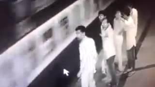 Video CCTV Footage : Borivali Station platform no.6 MP3, 3GP, MP4, WEBM, AVI, FLV Desember 2018