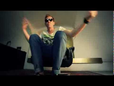 Halott Pénz - A feneked a gyengém (Official Music Video)