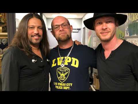 Ivan Moody Performs Blue On Black With Kenny Wayne Shepherd