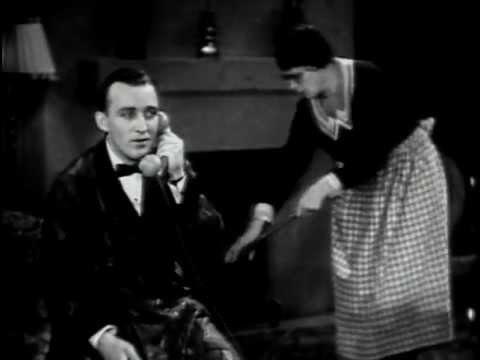 Tekst piosenki Bing Crosby - Between the Devil and the Deep Blue Sea po polsku