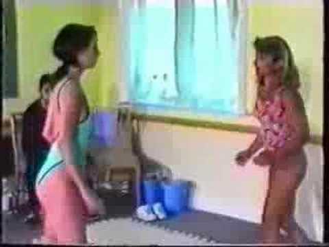 Pelea de chicas en ropa de baño