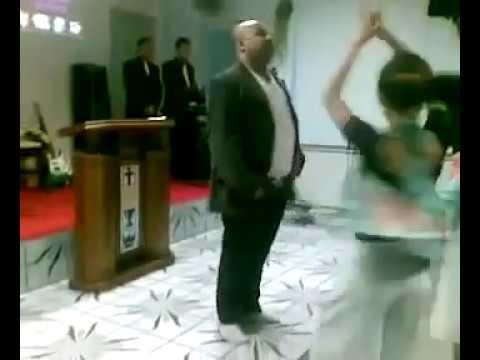 michael jackson 2 esse pastor dançando  na igreja