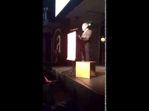 Gregor Gysi hält die Festrede beim Fest zum 70. Geburtstag des Aufbau Verlags