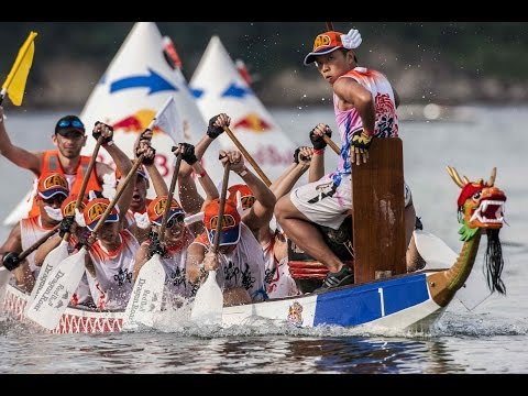 boat - Click CC for English!!! Veering away from traditional straight route racing, Red Bull Dragon Roar took the art of Dragon Boat racing to a whole new level. Competitors raced in modified boats,...