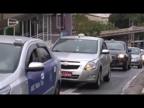 Taxistas pressionam vereadores por fiscalização do Uber;