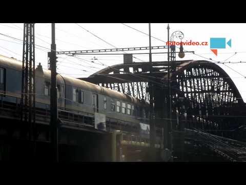 Odklízení vlakové nehody na Výtoni