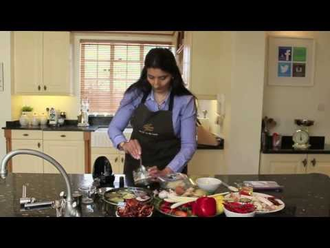 Making Garlic Easy - Kumud Gandhi At The Cooking Academy