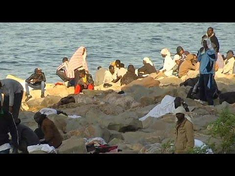 Δεκάδες μετανάστες παραμένουν εγκλωβισμένοι στα σύνορα Ιταλίας – Γαλλίας