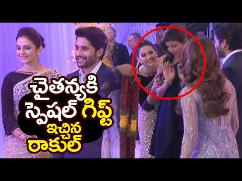 Rakul Preet SPECIAL gift to #chaysam @ Samantha Naga Chaitanya Wedding Reception | Filmylooks