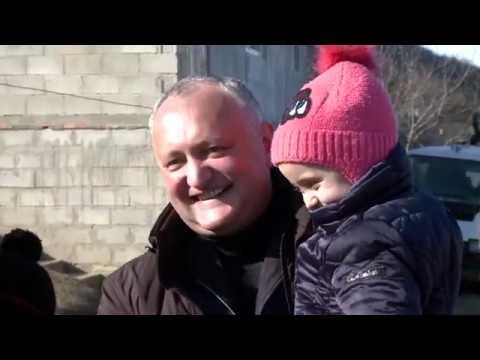 Igor Dodon a vizitat cîteva familii cu mulți copii din raionul Hîncești
