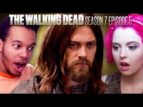 """Fans React To The Walking Dead Season 7 Episode 5: """"Go Getters"""""""