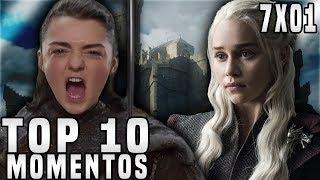 """O vídeo de hoje será uma análise (review) e também um Top 10 Melhores Momentos do Primeiro Episódio da Sétima Temporada de Game of Thrones: """"Dragonstone"""". No episódio temos o Banquete Vermelho com Arya e os Frey, Jon e Sansa lidando com problemas no Norte e Daenerys de volta em Dragonstone!► LINKS E REDES SOCIAISCanal Principal: https://www.youtube.com/user/TheDanielsSkMeu Twitter: https://twitter.com/TheDanielsSkMeu Instagram: http://instagram.com/TheDanielsSkPágina no Facebook: http://www.facebook.com/TheRealDanielsSkPara Contato Profissional: contatodaniels@gmail.com!"""