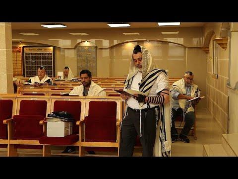 Deux familles juives victimes de l'antisémitisme interrogées par Euronews