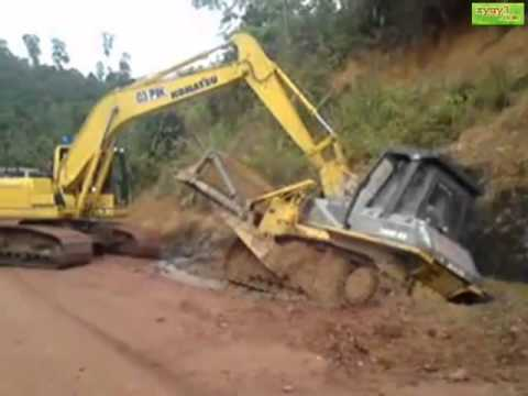 Komatsu PC200 pulling out Dozer stuck in the mud