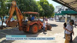 Morador de Assis vai de retroescavadeira tomar vacina da Covid-19