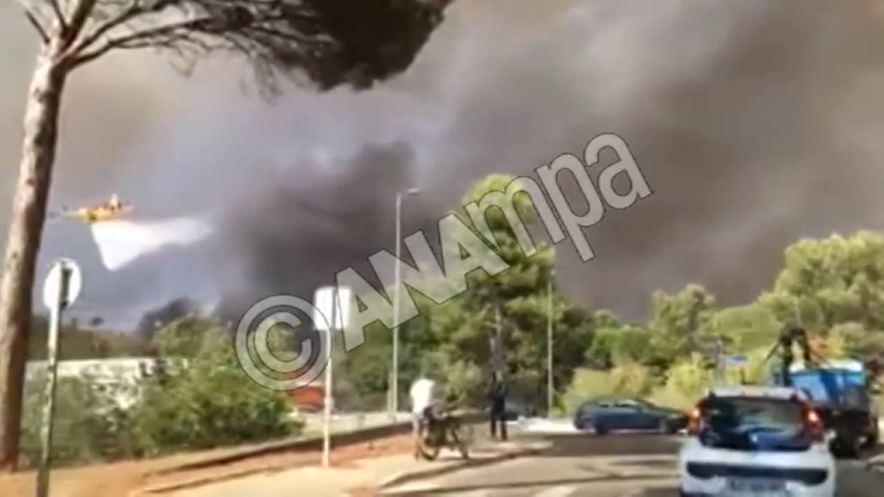 Mεγάλες πυρκαγιές στη νότια Γαλλία