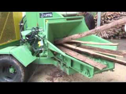 Picador Florestal Lippel PDF320 HDR-EAM picando toras e costaneiras