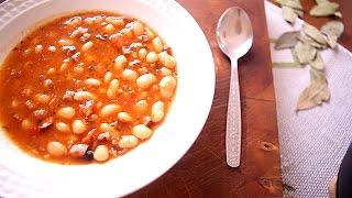 Sopa de feijão branco com linguiça