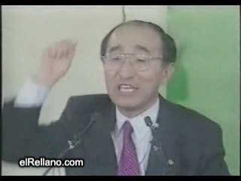 Político japonés con dentadura postiza