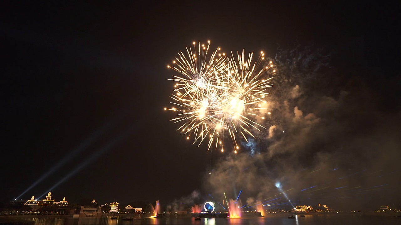 IllumiNations Reflections of Earth with Peace on Earth Finale 2016