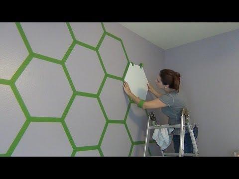 女兒看不懂媽媽在房間的牆壁貼上綠色膠帶是在幹嘛,但幾個小時後…女兒再也不想離開房間了!