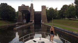 Video Boating Through Peterborough Lift Lock - Sit Back Sunday GoPro Cruise MP3, 3GP, MP4, WEBM, AVI, FLV Oktober 2018