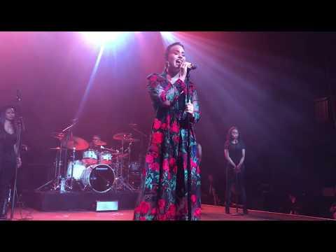 Demi Lovato : Tell Me You Love Me   Live in LA (October 11, 2017)