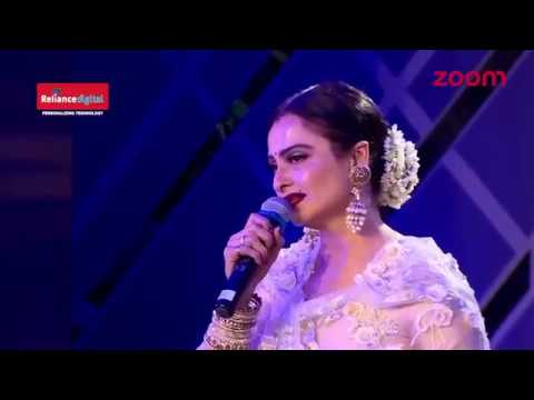 Video Rekha standing ovation for Amitabh Bachan at  the Filmfare Style And Glamour Award 2017 download in MP3, 3GP, MP4, WEBM, AVI, FLV January 2017