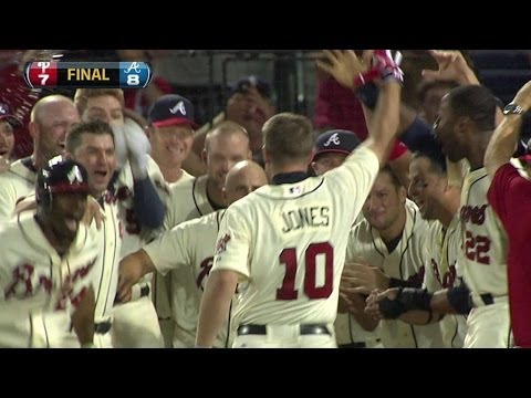 Video: PHI@ATL: Chipper wins it with two-out walk-off homer