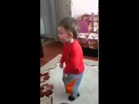 Orjinal Angara Bebesi - Ankara Oyun havası oynayan ufaklık