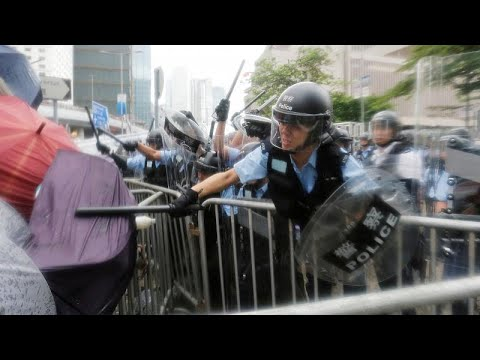 Χονγκ Κονγκ: Συγκρούσεις ξέσπασαν έξω από το κοινοβούλιο…
