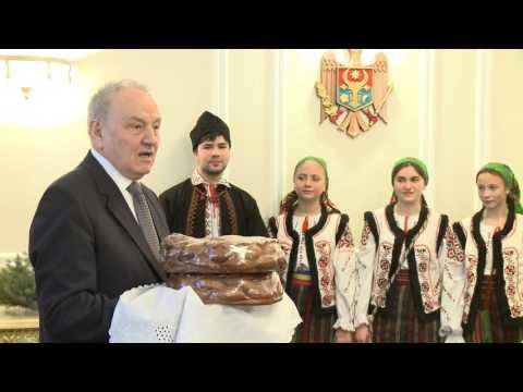 Președintele Timofti a primit grupuri de colindători