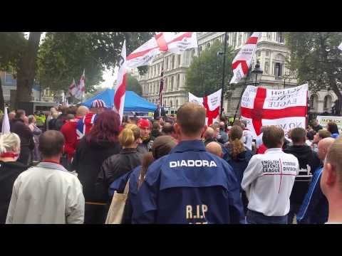 Angleterre : l'EDL en force devant Downing Street