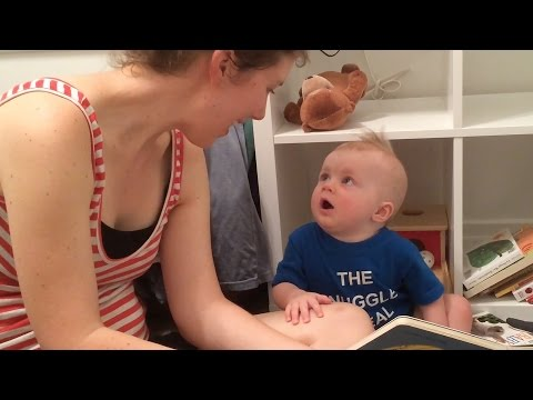 當媽媽把故事書唸完後對著寶寶說「故事就這樣完了」,結果寶寶瞬間變臉讓大家都笑到噴飯了!