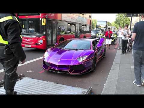 皇室成員駕著超跑霸氣現身鬧市街頭時引起路人狂拍照,但是下一秒…路人都憋笑得好辛苦啊!