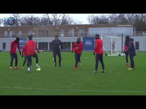 Neymar Jr and Lucas Moura Humiliate the player in training (видео)