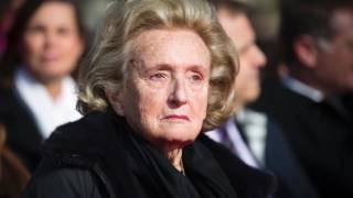 Video Cloîtrée, Bernadette Chirac met fin à ses obligations professionnelles MP3, 3GP, MP4, WEBM, AVI, FLV September 2017